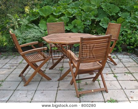Outdoors table and 4 chairs