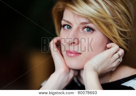 portrait of a beautiful girl leaning on hands