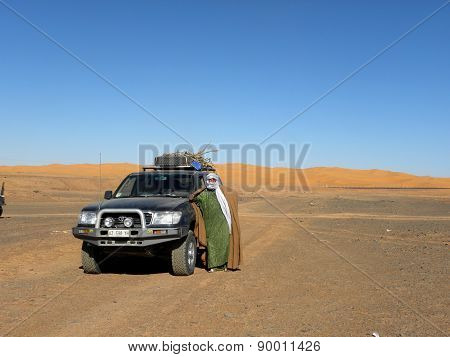 Algerian guide with off-road vehicle