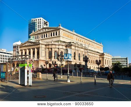 View To Rebuild Opera House In Frankfurt