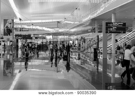 Barcelona - JUNE 12, 2011: A general view of a hall in Barcelona International Airport on JUNE 12, 2011 in Spain. Barcelona International Airport is one of the biggest airport in Europe