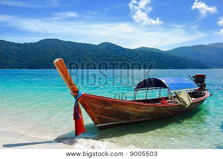 Traditional Thai longtail boat at the beach, Rawi island, Thailand