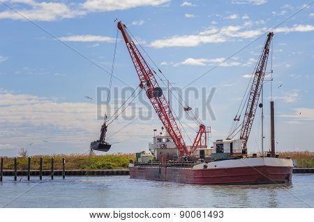 Small Dredge Marine