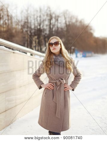 Beautiful Woman Dressed A Coat And Sunglasses Outdoors