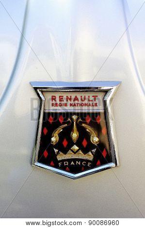 Logo Renault 1960 On The Hood Of A Gray Dauphine Gordini