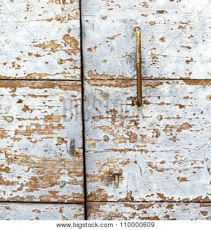 Cross  Arsago   Knocker In A  Door Curch  Closed Wood Italy