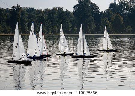Model Yachts Race In Round Pond Kensington Gardens