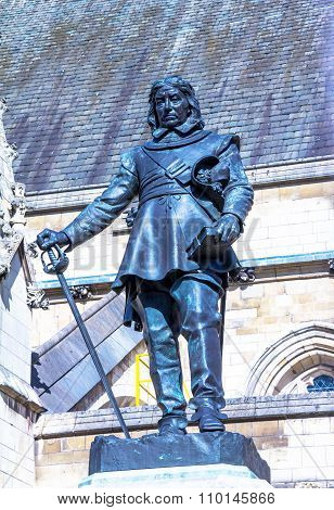 Oliver Cromwell - 1899 Statue By Hamo Thornycroft  In Front Of Palace Of Westminster (parliament), L
