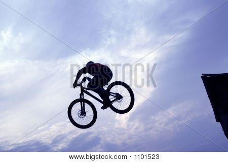 Extreme Mountain-Bike-jumper