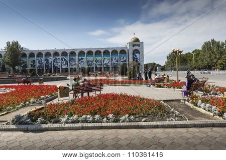 Bishkek, Kyrgyzstan - September 27, 2015: Ala-too Square. Bishkek Formerly Frunze, Is The Capital An