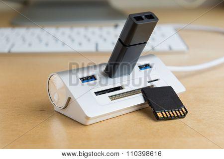 Usb 3.0 Hub, Universal Memory Card Extender