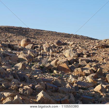 Spherical rocks in Nahal Keidar reserve