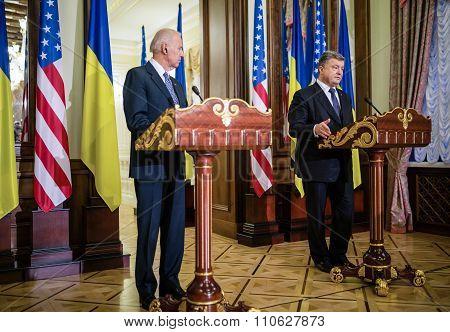 Joe Biden And Petro Poroshenko