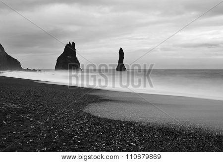 Vik beach in black and white