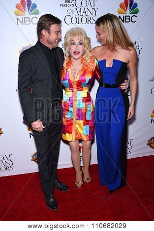 LOS ANGELES - DEC 02:  Rick Schroder, Dolly Parton & Jennifer Nettles arrives to the