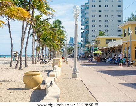 HOLLYWOOD BEACH,USA - AUGUST 25,2015 : The famous Hollywood Beach boardwalk in Florida on a summer day