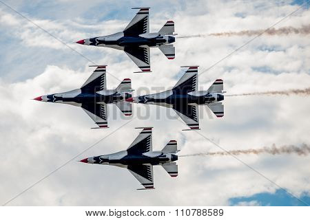 Usaf Thunderbirds Flying Overhead