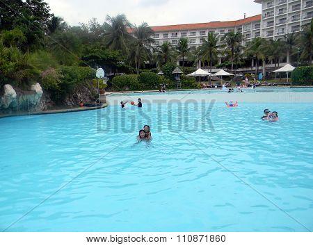 Pool at Shangri-La's Mactan Resort and Spa