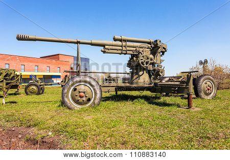 Anti-aircraft Gun Model 1939 (52-k) In Togliatti Technical Museum In Sunny Day