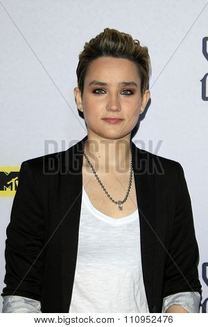 LOS ANGELES - DEC 4:  Bex Taylor-Klaus at the he Shannara Chronicles at the iPic Theaters on December 4, 2015 in Los Angeles, CA