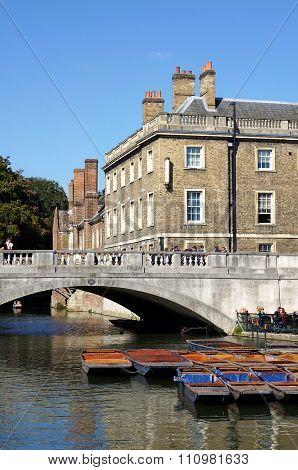 Punts, Bridge, Queens' College, Cambridge, England