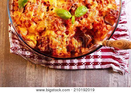 Veggie pasta bake in a tin top view