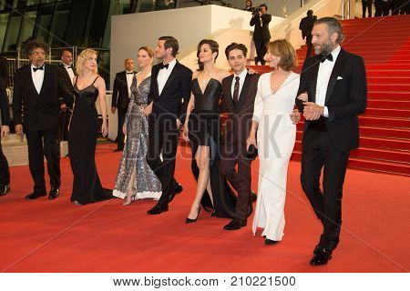 CANNES, FRANCE - MAY 19, 2016: G. Ulliel, L. Seydoux, M. Cotillard, X. Dolan, Nathalie Baye, V. Cassel  attend the 'It's Only The End Of The World'  premiere. 69th annual Cannes Film Festival
