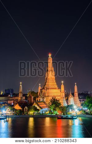 Arun temple (Wat Arun) famous tourist attraction in night time ; famous cultural landmark in Bangkong Thailand.