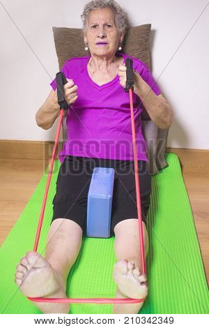 Exercises to strengthen and relax muscles in older people