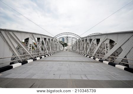 SINGAPORE - OCTOBER 13 2017: Anderson footbridge across the Singapore River was opened in 1910