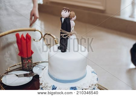 Funny Wedding Cake Topper, Figurines Of Bride And Groom Tied Together With A Rope, Fun Wedding Momen