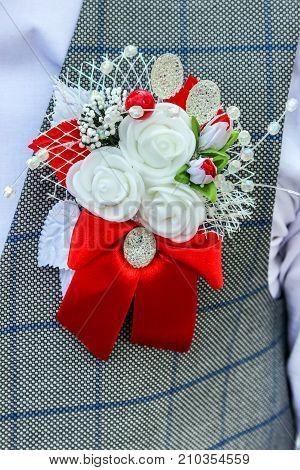wedding boutonniere on lapel of jacket of groom (best man)