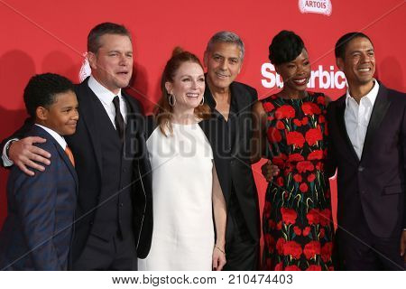 LOS ANGELES - OCT 22: Tony Espinosa, Matt Damon, Julianne Moore, George Clooney, Karimah Westbrook, Leith Burke at the