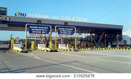 Salatiga Toll Gate Is The Most Beautiful Toll Gate In Indonesia Background Of Merbabu Mountain