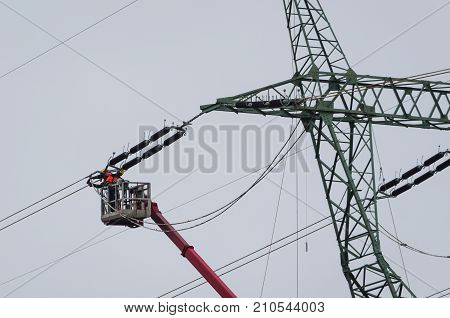 POWER ENGINEERS - High-voltage line fastened on a great tower truss