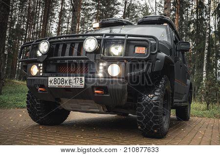 Black Hummer H2 Car Stands, Close Up Photo
