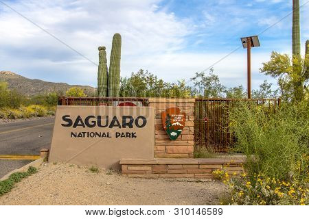 Tucson, Arizona, Usa - May 2, 2019: Entrance Sign To The Saguaro National Park In Tucson. The Sonora