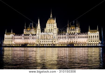 Old, Urban, View, Hungarian, Building, Capital, Tourism, Europe, Cityscape, Illuminated, Famous, Arc