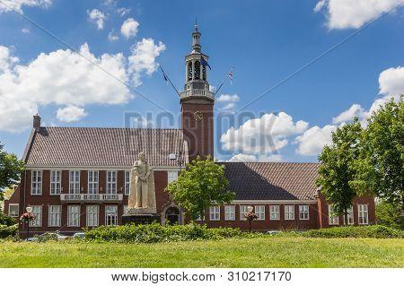 Hoogeveen, Netherlands - June 17, 2019: Statue In Front Of The Town Hall Of Hoogeveen, Netherlands