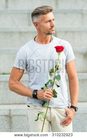 Valentines Day And Anniversary. Flowers Delivery. Dating Services. How To Be Romantic. Romantic Gent