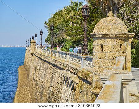 Cadiz, Spain - June 22, 2019. Sentry Box Of The Paseo De Carlos Iii Promenade With The Carlos Iii Ga