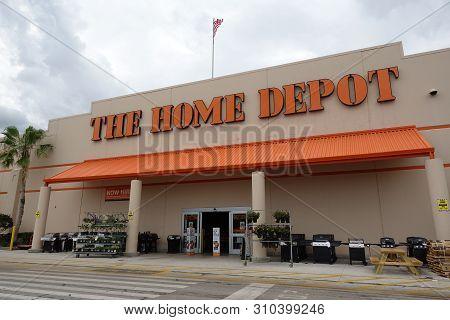 Vero Beach, Fl/usa-6/7/19: The Home Depot Inc. Or Home Depot Is An American Home Improvement Supplie