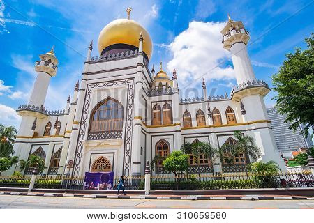 Masjid Sultan, Singapore Mosque In Historic Kampong Glam With Golden Dome  And Huge Prayer Hall,the