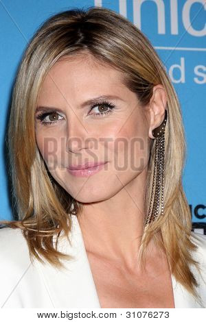 LOS ANGELES - MAR 15:  Heidi Klum arrives at the