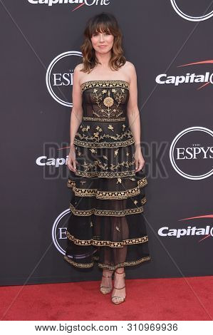 LOS ANGELES - JUL 10:  Linda Cardellini arrives to ESPY Awards 2019  on July 10, 2019 in Hollywood, CA