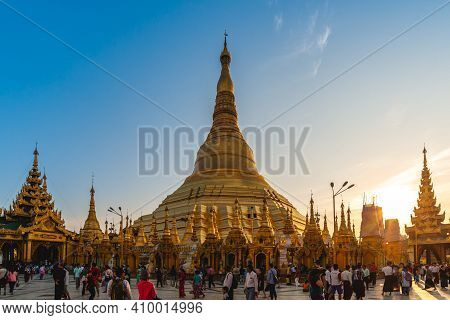 February 8, 2016: Shwedagon Paya Pagoda, Or Shwedagon Zedi Daw, Aka The Great Dagon Pagoda, At Yango