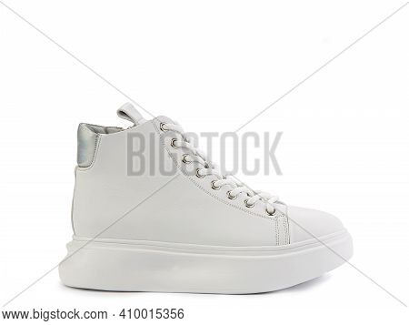 High Ankle Casual White Leather Trainers. White Lacing, A Zipper On Side, Silver Details And White R