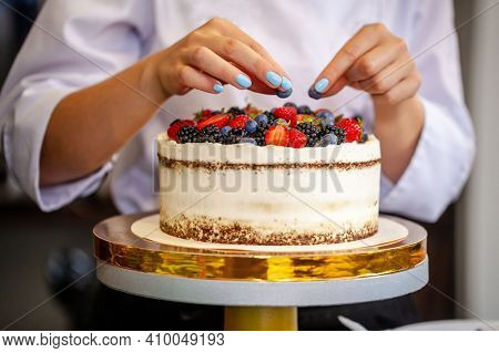 Beautiful Cakes. Wedding Cake, Birthday Cake, Mothers Day, 8 March, Womens Day, Cake With Macaroons