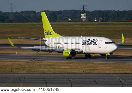 Vienna, Austria - May 20, 2018: Air Baltic Boeing 737-300 Yl-bby Passenger Plane Arrival And Landing