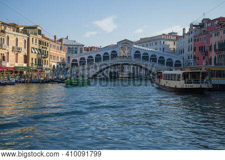 Venice, Italy - September 27, 2017: View Of The Rialto Bridge On A September Morning